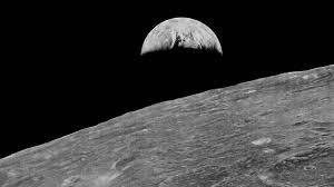 Primera fotografía de la Tierra desde la Luna